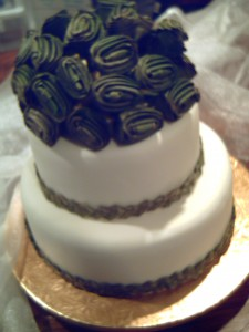 A wedding cake I iced a few years back, decorated with plaited flax and flax flowers for a casual Kiwi wedding.