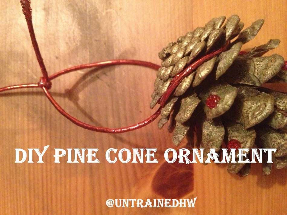 Diy pine cone christmas tree decorations for How to make pine cone christmas tree ornaments
