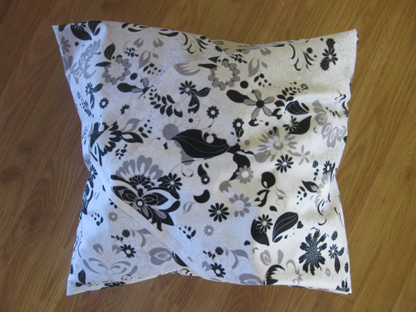 DIY Ne-Sew Throw Pillows on Untrained Housewife.com