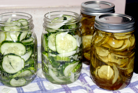 jars filled with cucumber and onion mixture, both before and after being filled with bread and butter pickle brine