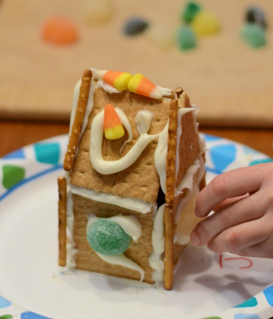 Graham cracker gingerbread houses for How do you make a gingerbread house